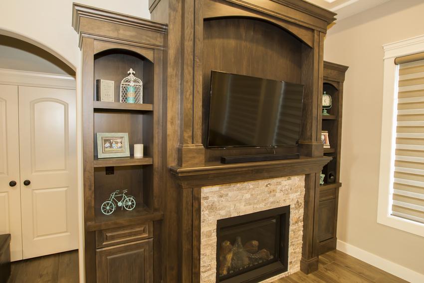 Walkout Bungalow Fireplace