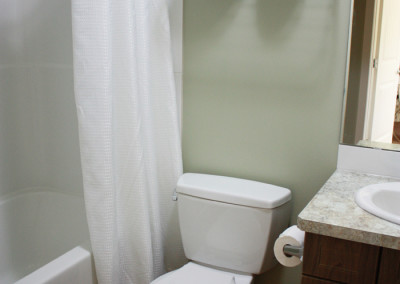 abba-rock-down-bathroom2